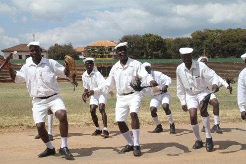 Kikundi cha Ngoma ya Mganda kutoka Luhagala wakionyesha manjonjo katika kusaka mkwanja wa ubingwa
